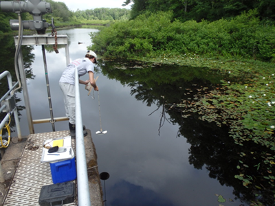 Students in Cohasset, MA, collect water samples with EcoLogic scientists